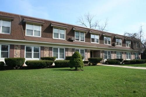 Brainerd Apartments in Libertyville, Illinois